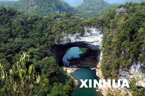 在广西鹿寨香桥岩溶国家地质公园拍摄的天生桥